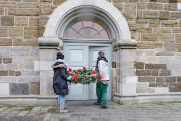 Ein Adventskranz für die evangelische Kirche in Buseck